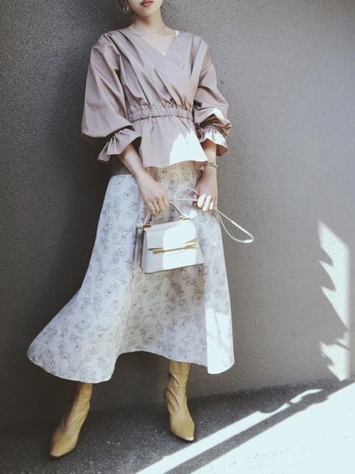 GUのブラウス×花柄スカート