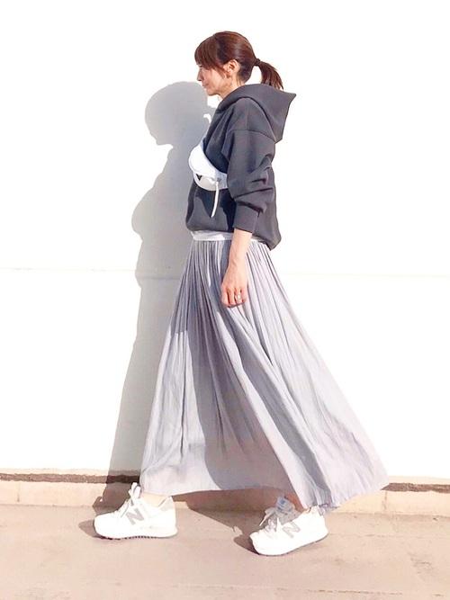 ウエストポーチ×グレースカートの春コーデ