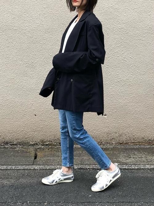 スキニーデニム×黒ジャケットの40代春コーデ