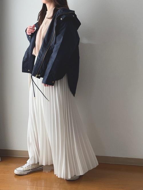 GUスウェット×プリーツスカートの春コーデ