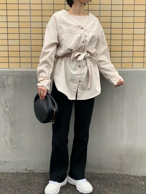 春に合うGUコーデュロイシャツの上級コーデ