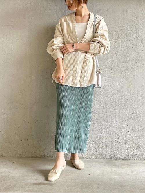 GUのランダムプリーツナロースカート