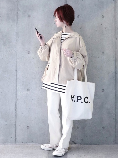 ボーダーT×白パンツの春の女性向けコーデ