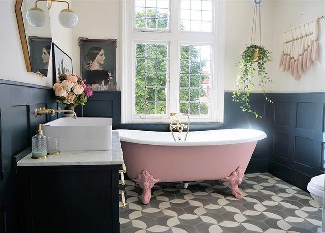 ピンクバスルーム