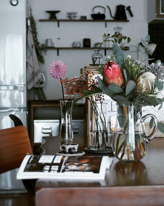 テーブルに花を添える3