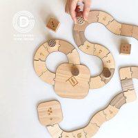 お金がなくても楽しめる昔の遊び特集。室内〜屋外まで、子どもが楽しむ伝承遊びって?