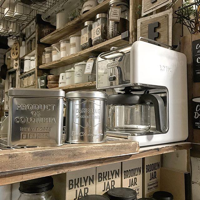 コーヒーや紅茶は缶で見せる収納