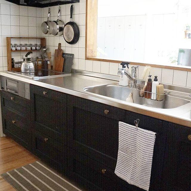 キッチン収納のドアにタオル掛けを設置