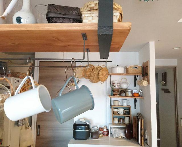 食器を引っ掛けて収納できるセリアのアイアンバー