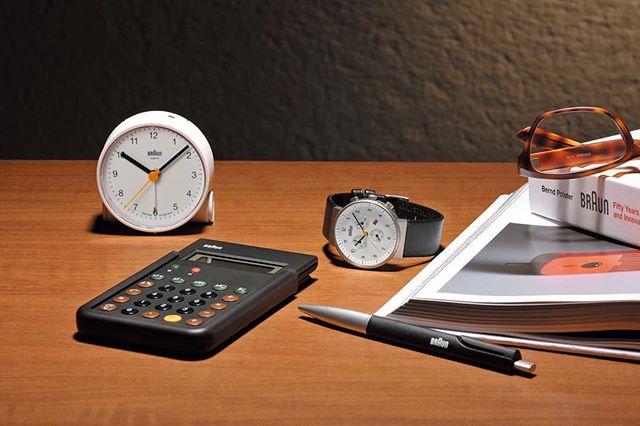 BRAUNのアナログ置き時計
