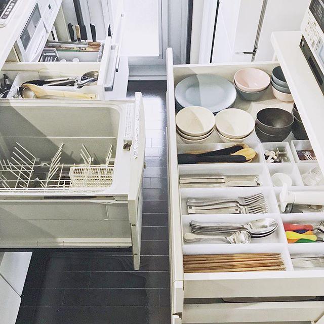 食洗器の近くに大皿を収納