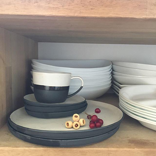 大皿の上にセットの小皿をのせて収納