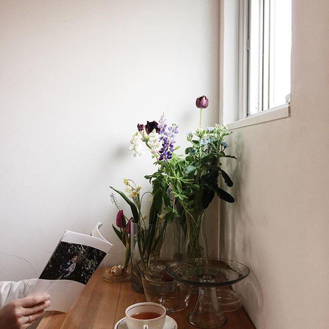 テーブルに花を添える9