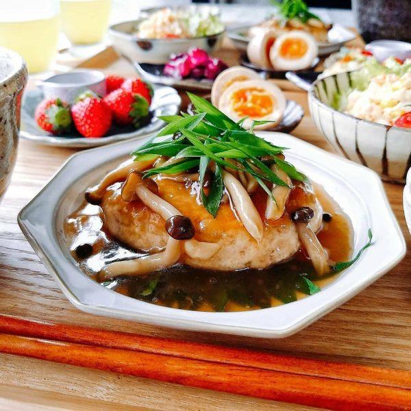 人気料理の節約レシピなら豆腐ハンバーグ