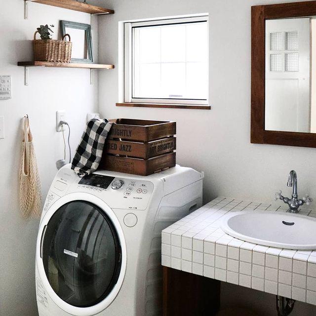 白タイル×ウッドがおしゃれな洗面所