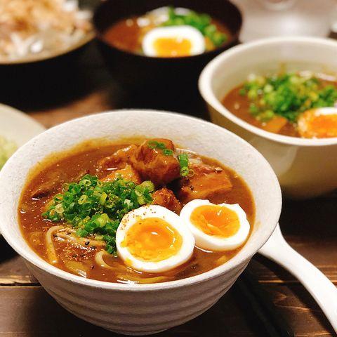 うどん、カレー、豚バラ肉、大根、卵、ネギ。
