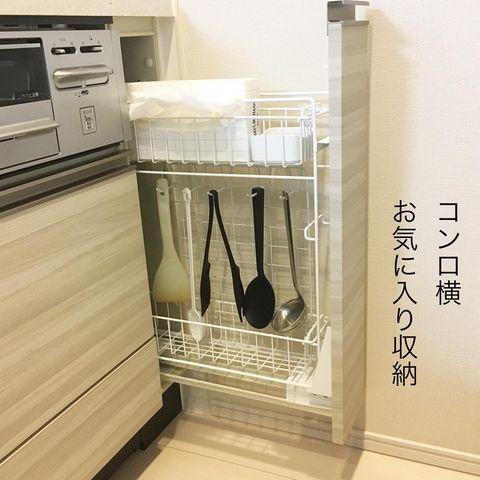 ワイヤーでキッチン小物をかける調理道具収納