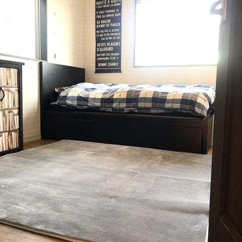 黒いベッドフレーム