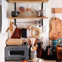 キッチンのごちゃつきがちな小物をすっきり収納。もっと便利になる整理整頓アイデア