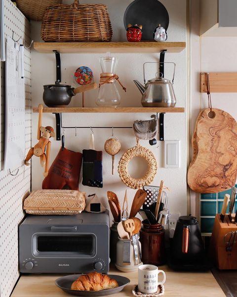 小物をおしゃれに飾る調理道具収納