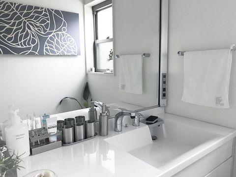 洗面所はステンレス×ホワイトで清潔感を演出