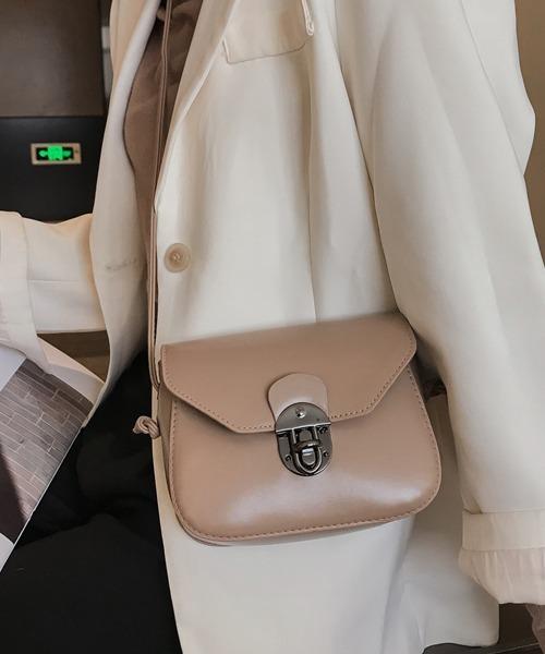 レトロ感のあるフォルムが新鮮なバッグ