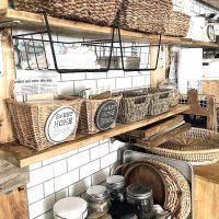 かさばる食器をセリアのアイテムで賢く収納。キッチンがもっと好きになる整理術