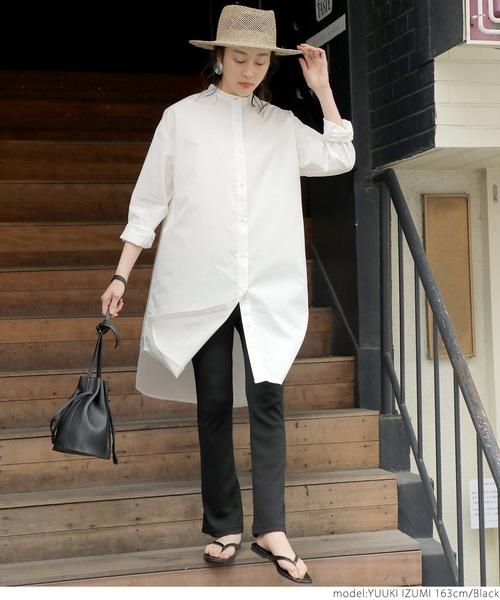 黒フレアパンツ×白ロングシャツの春コーデ