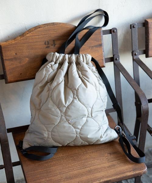 冬らしい素材感が愛らしいキルティングバッグ