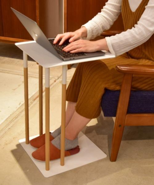 差し込みタイプのサイドテーブル