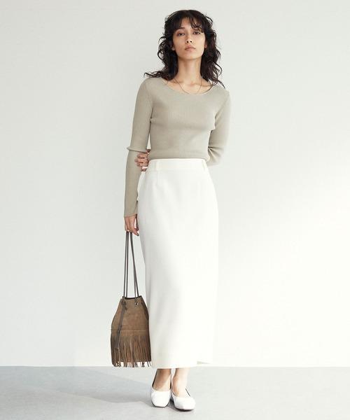 バックボタンタイトスカート