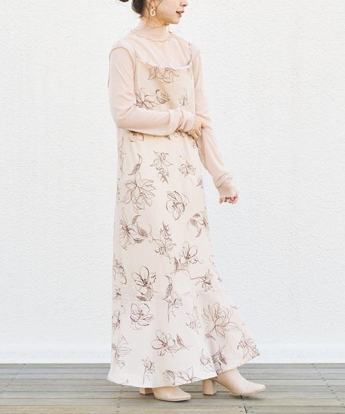 ピンク花柄キャミワンピースの大人春コーデ