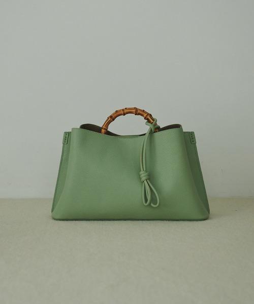 グリーン×バンブー素材が高見えなバッグ
