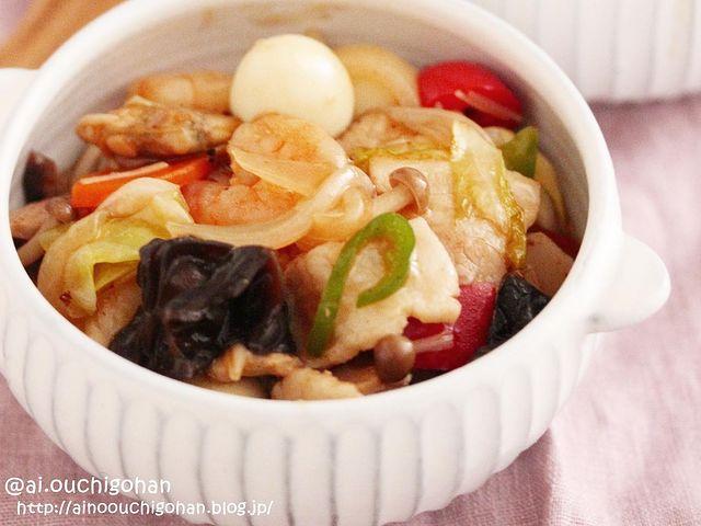 ウズラ卵、エビ、豚肉、キャベツ、玉ねぎ、ピーマン、人参、きくらげ、しめじ、中華炒め、八宝菜。