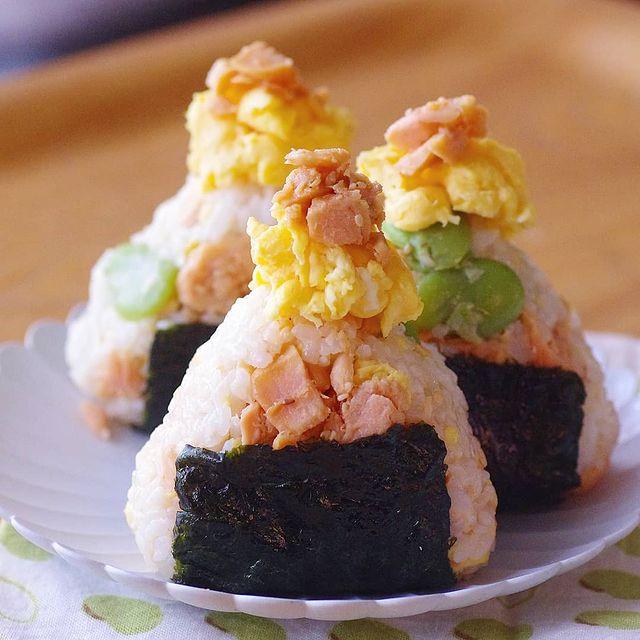 塩卵とそら豆の鮭マヨおにぎり