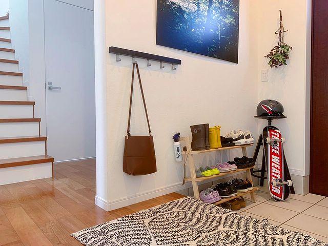 玄関のバッグ収納に便利なウォールフック