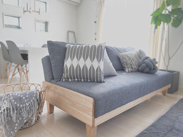 居心地の良いリビングのソファスペース