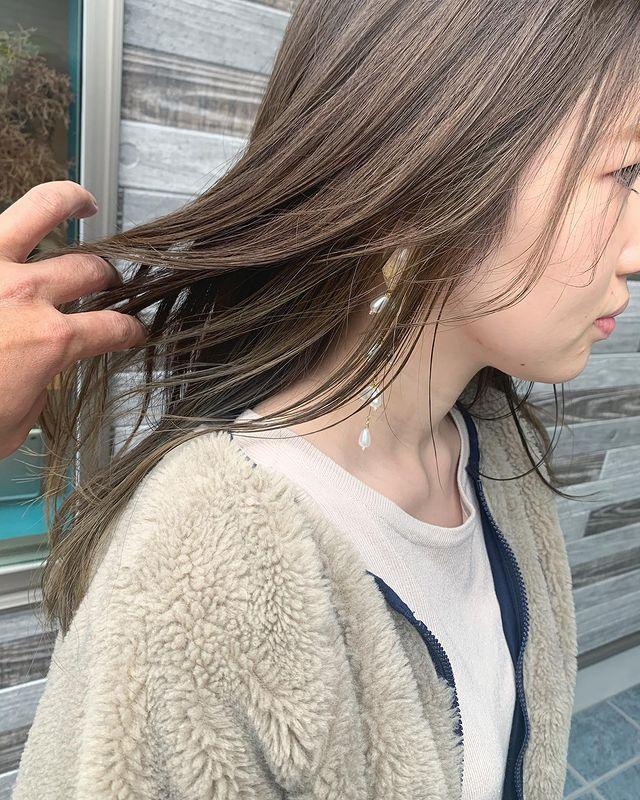 大人女性の柔らかな艶髪を作るインナーカラー