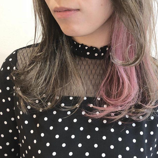 淡い色合いがきれいなピンクインナーカラー