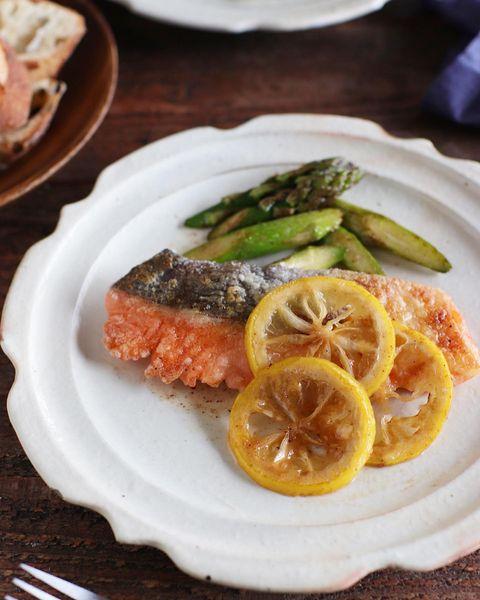 鮭とアスパラのレモンバターソテー