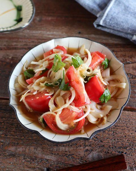 新玉ねぎとトマトを使った生姜のごまポン和え