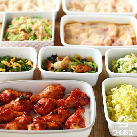 手羽元、エビシュウマイ、コールスローサラダ、ちくわ、炊き込みご飯、キャベツサラダ、小松菜、ピーマン、卵。