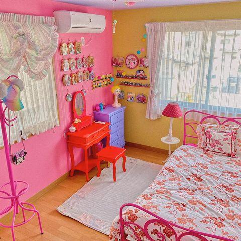 濃いめのピンクと黄色の可愛い壁紙