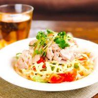 ランチにつるっと食べられる、簡単うどんレシピ。温かい〜冷たい料理までご紹介