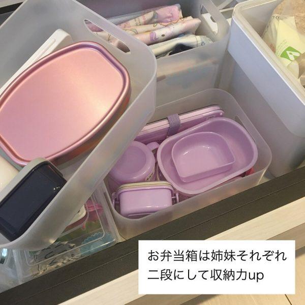 重ねられる入れ物を使った食器類収納