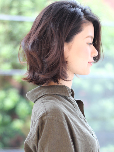 イエベ冬の女性に似合うダークブラウンアッシュ