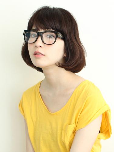 眼鏡に合う40代向けワンレン平行ボブの髪型