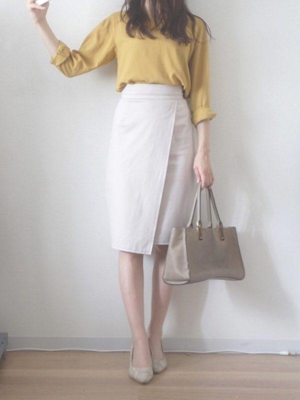黄色ブラウス×タイトスカートのレディース夏コーデ