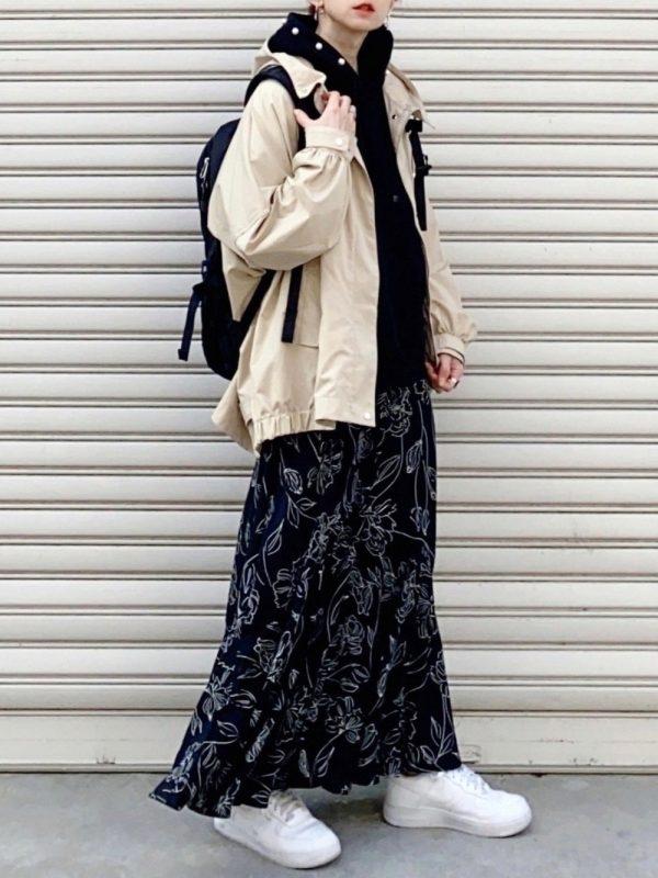 花柄スカート×黒リュックの春コーデ