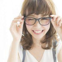 眼鏡に合う髪型でおしゃれ見えが叶う。40代女性に人気のトレンドスタイルまとめ